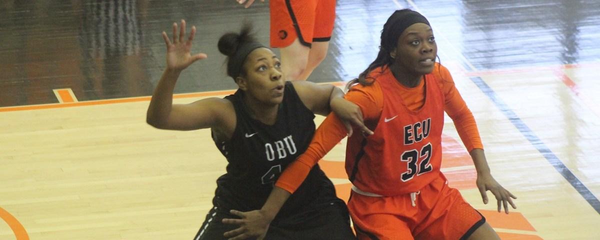 Men's basketball season ends; women headed toplayoffs